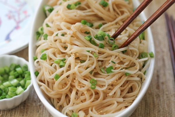 chinese_new_year_longevity_noodles.jpg