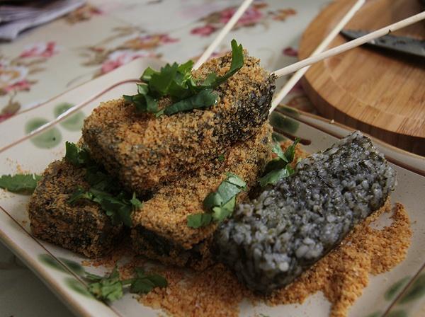 pigs blood rice cake taiwan.jpg